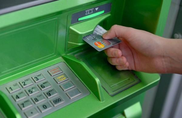 С заблокированной карты денег не снять